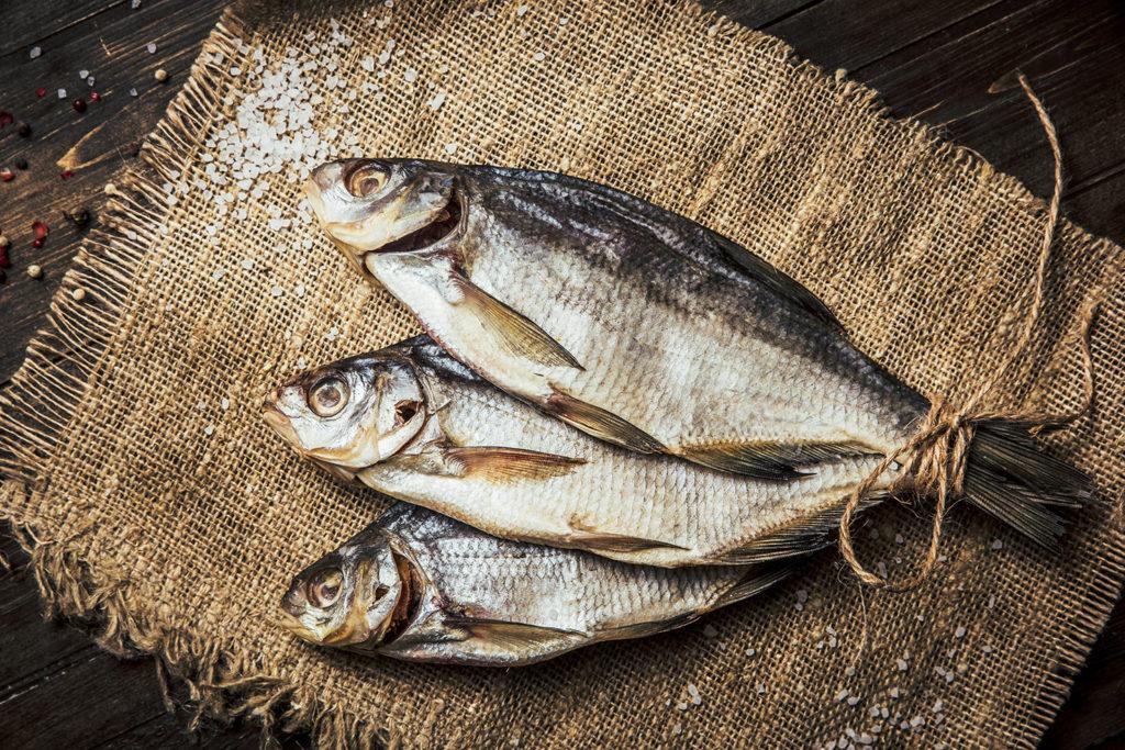 как сохранить сушеную рыбу
