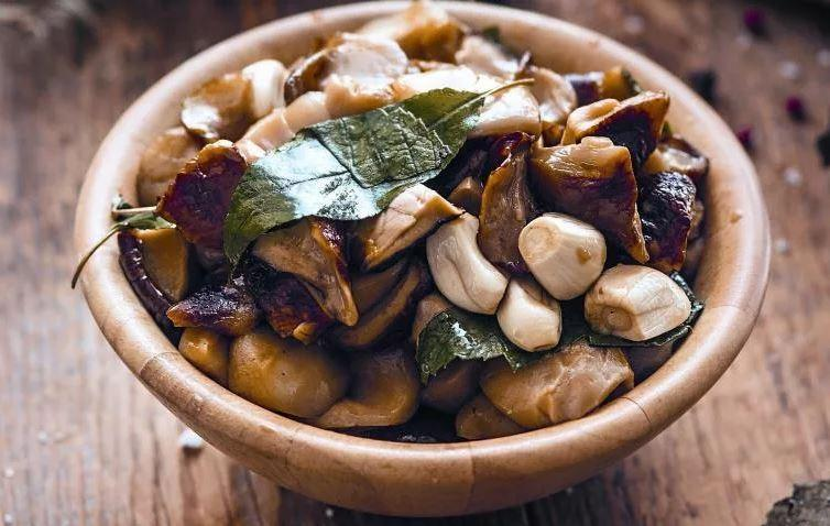 Сколько можно хранить соленые грибы в погребе