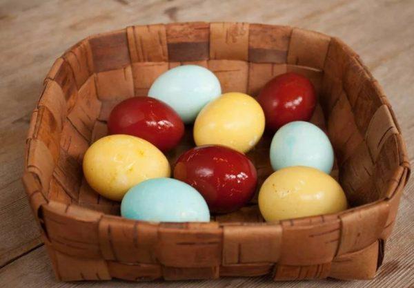 хранить крашеные яйца