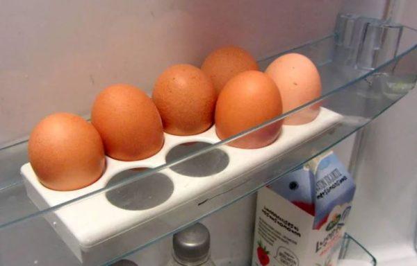 сколько можно хранить вареные яйца
