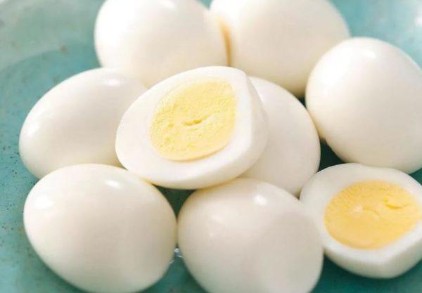 сколько хранить вареные яйца в холодильнике