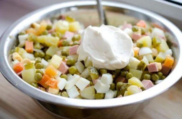 Сколько можно хранить майонезные салаты
